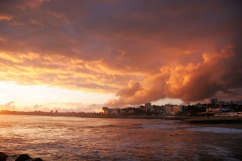 Puesta del sol en Estoril fotos de archivo