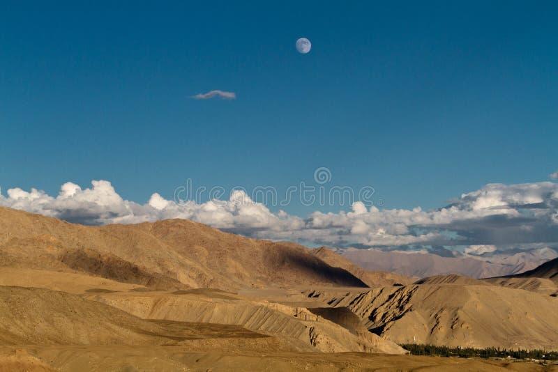 Puesta del sol en Himalaya fotografía de archivo