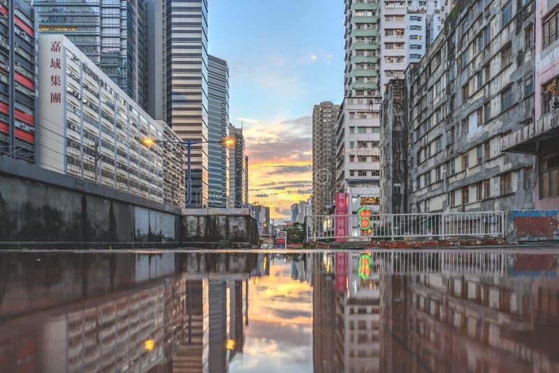 Puesta del sol, en Hong Kong Yue Man Sqaure imagenes de archivo
