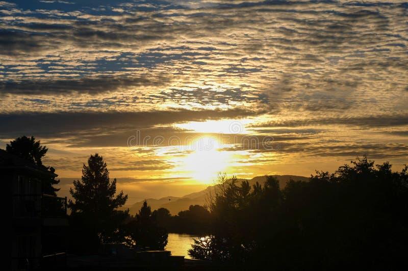Puesta del sol en Kamloops, Columbia Británica foto de archivo
