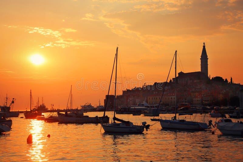 Puesta del sol en Kroatia imagenes de archivo