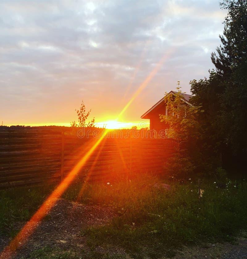 Puesta del sol en la aldea fotos de archivo libres de regalías