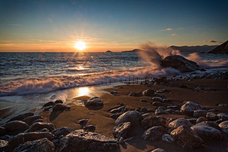 Puesta del sol en la bahía imagen de archivo libre de regalías