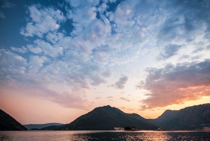 Puesta del sol en la bahía de Kotor, Montenegro fotografía de archivo libre de regalías
