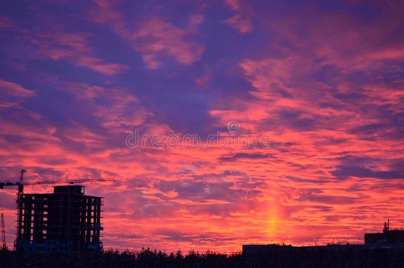 Puesta del sol en la ciudad de Izhevsk fotografía de archivo libre de regalías