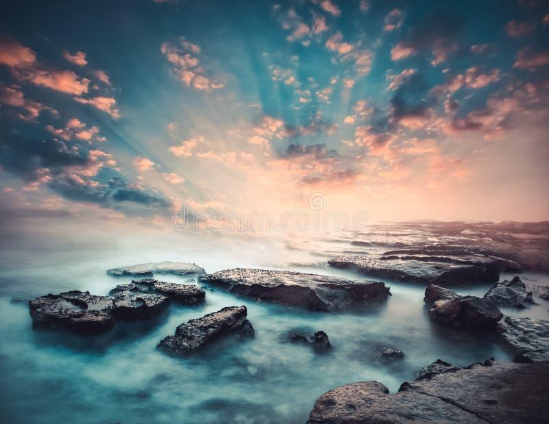 Puesta del sol en la costa de Sri Lanka fotos de archivo libres de regalías