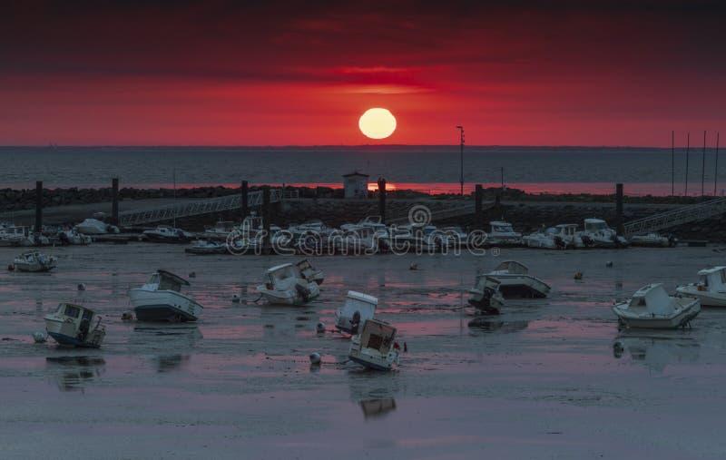 Puesta del sol en la costa francesa fotos de archivo libres de regalías