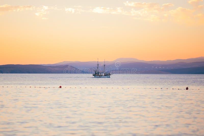 Puesta del sol en la isla Croacia del krk fotos de archivo libres de regalías