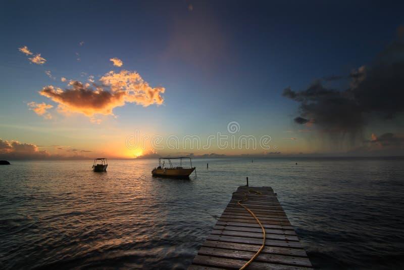 Puesta del sol en la isla de Dominica imagen de archivo libre de regalías