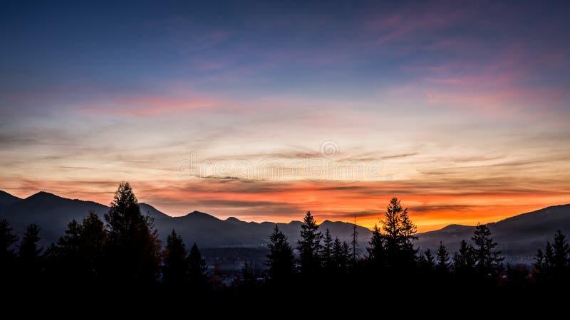 Puesta del sol en la montaña de Tatras en Zakopane, Polonia foto de archivo libre de regalías