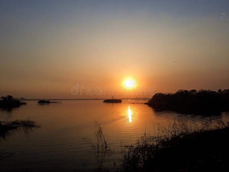 Puesta del sol en la opinión del lago fotos de archivo libres de regalías