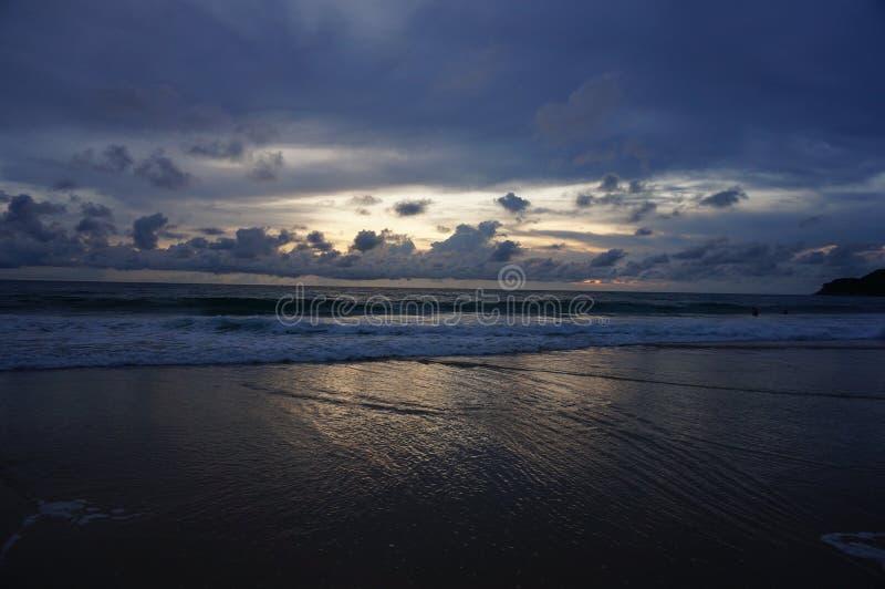 Puesta del sol en la playa de Karon imagen de archivo libre de regalías
