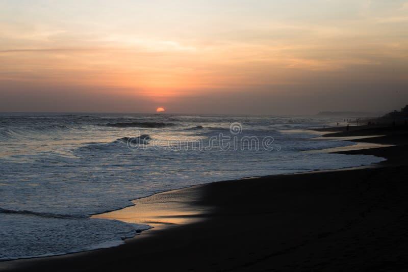 Puesta del sol en la playa de Kuta fotos de archivo