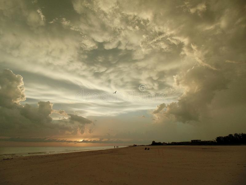 Puesta del sol en la playa de la llave de la siesta, la Florida fotografía de archivo