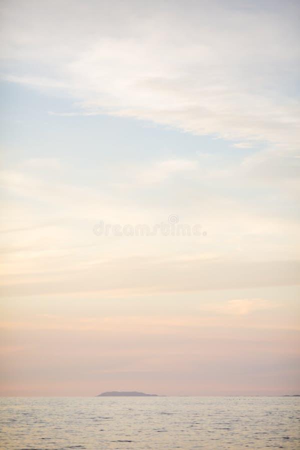 Puesta del sol en la playa de Las Caletas fotografía de archivo