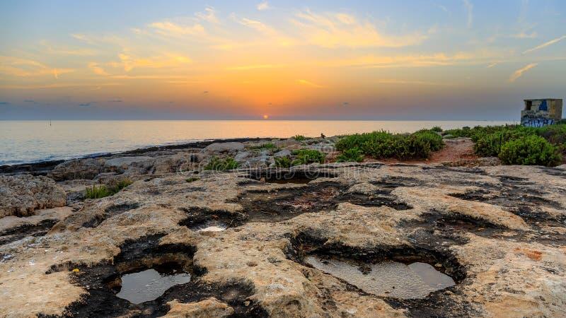 Puesta del sol en la playa de Paceville imágenes de archivo libres de regalías