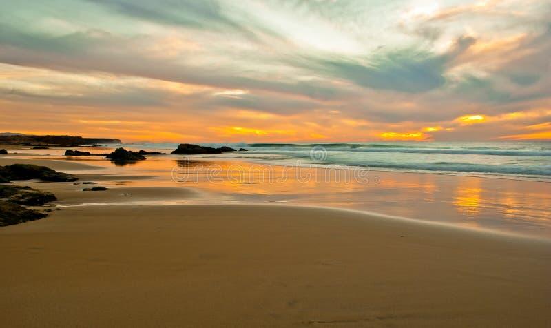 Puesta del sol en la playa de Playa del Castillo foto de archivo libre de regalías