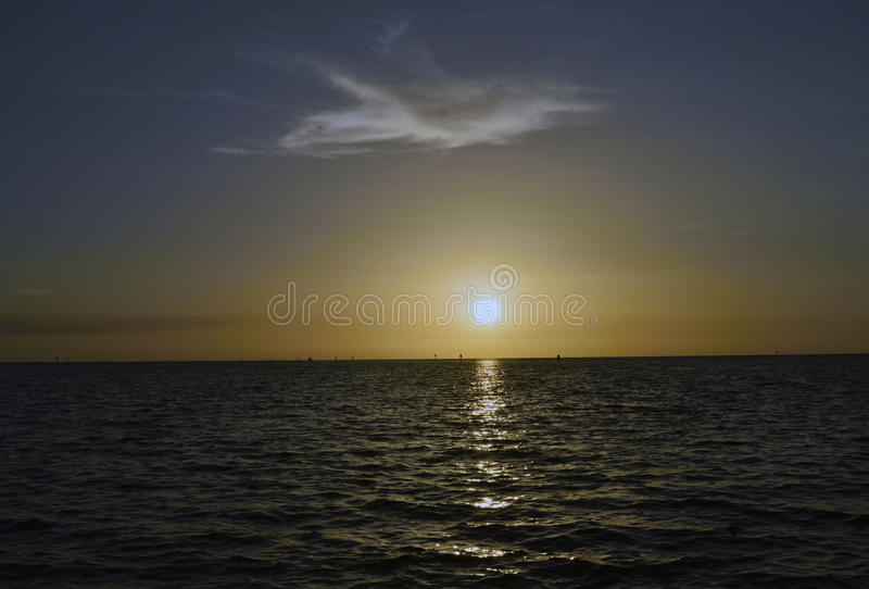 Puesta del sol en la playa del Hudson fotografía de archivo