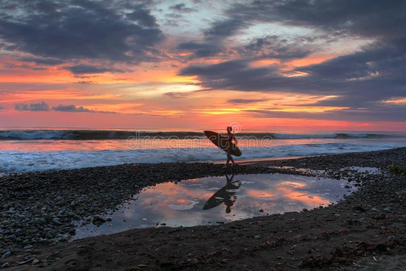 Puesta del sol en la playa dominical, Costa Rica imagen de archivo libre de regalías