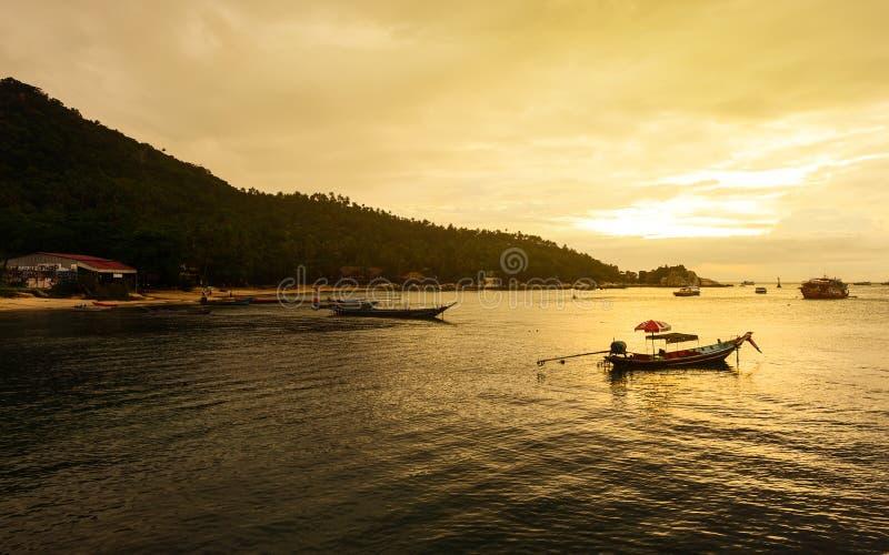 Puesta del sol en la playa en Koh Tao fotografía de archivo libre de regalías