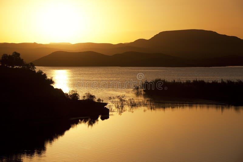 Puesta del sol en la presa de EL-Mansour Eddabbi, Ouarzazate. imágenes de archivo libres de regalías