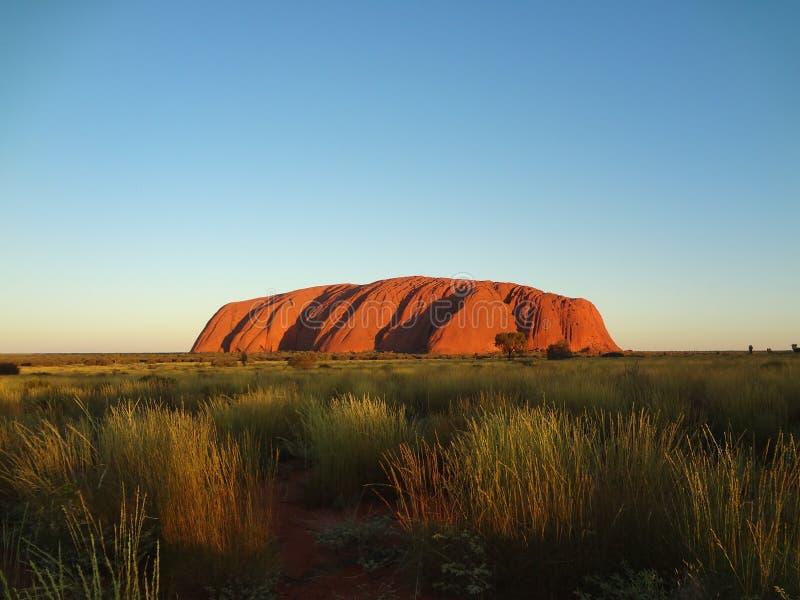 Puesta del sol en la roca de Uluru Ayers imágenes de archivo libres de regalías