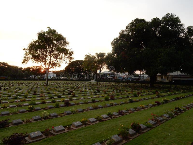 Puesta del sol en la Segunda Guerra Mundial del cementerio imagenes de archivo