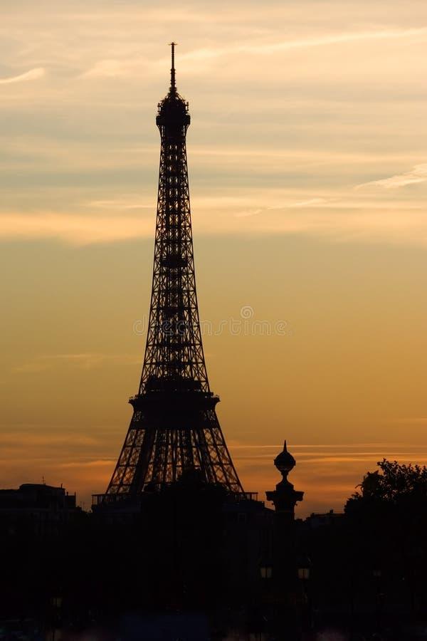 Puesta del sol en la torre Eiffel fotografía de archivo libre de regalías