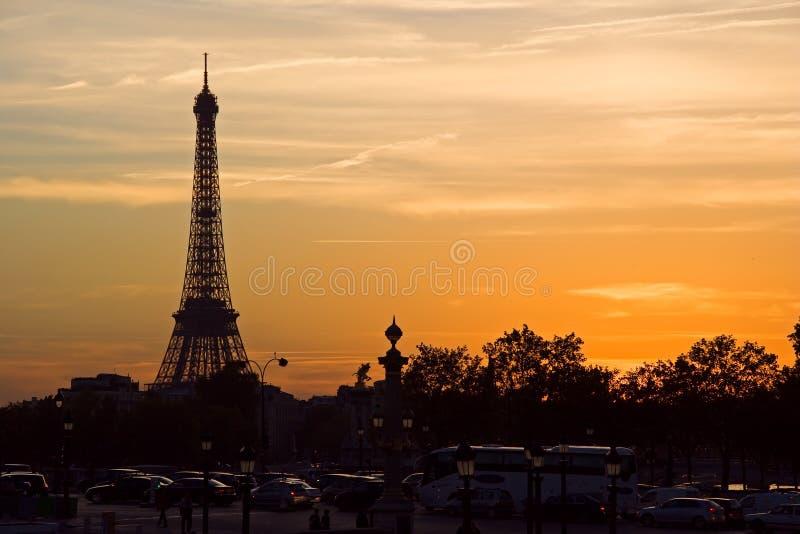 Puesta del sol en la torre Eiffel imagen de archivo
