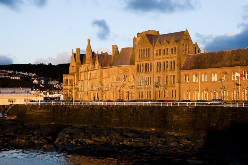 Puesta del sol en la universidad de Aberystwyth - País de Gales imágenes de archivo libres de regalías