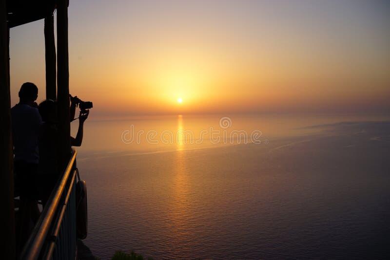 Puesta del sol en las islas jónicas imagenes de archivo