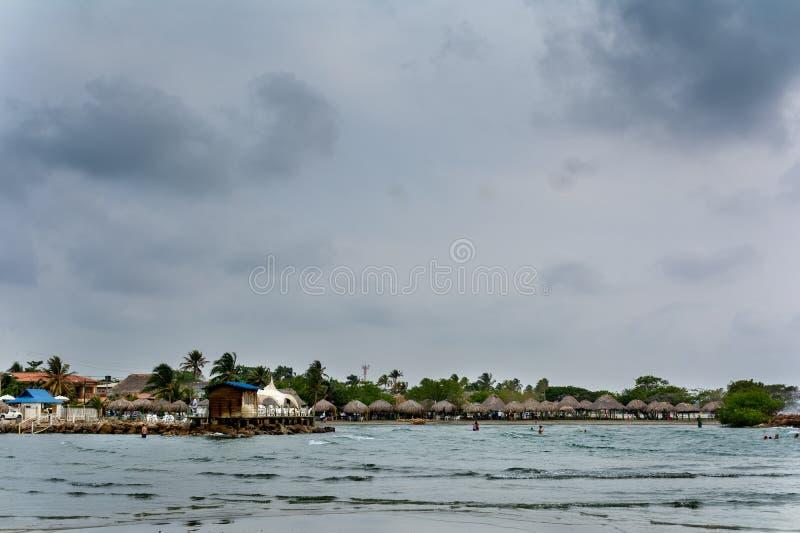 Puesta del sol en las playas del Caribe colombiano foto de archivo libre de regalías