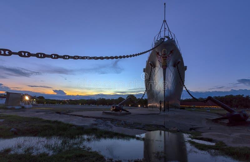 Puesta del sol en Mae Klong Luang Boat Museum, Pom Phrachun, Phra Samut Chedi, Samut Prakan, Tailandia imagen de archivo