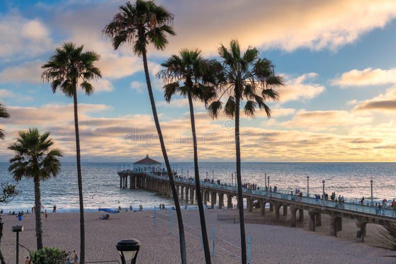 Puesta del sol en Manhattan Beach en California meridional, Los Angeles foto de archivo