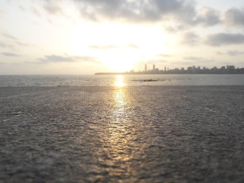 Puesta del sol en Marine Drive   Mumbai_India fotos de archivo libres de regalías