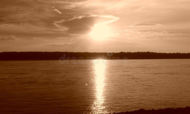 Puesta del sol en Memphis en el río Misisipi imágenes de archivo libres de regalías