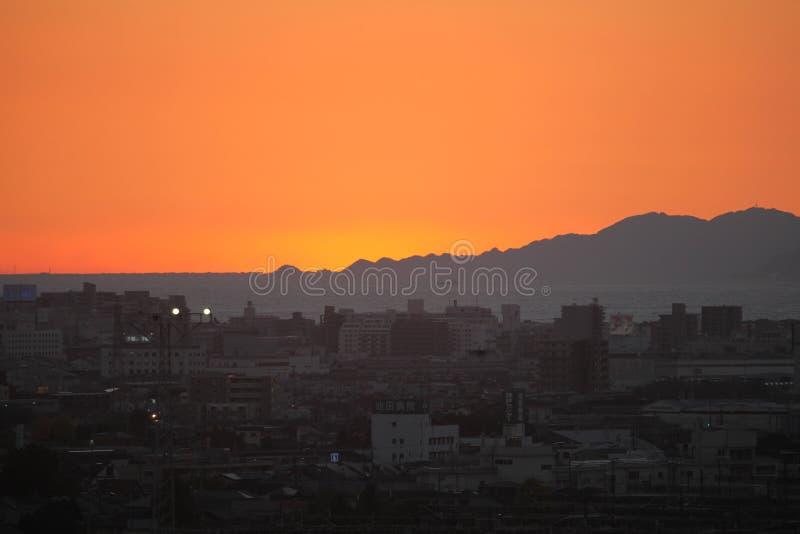 PUESTA DEL SOL EN MISHIMI EN JAPÓN fotografía de archivo