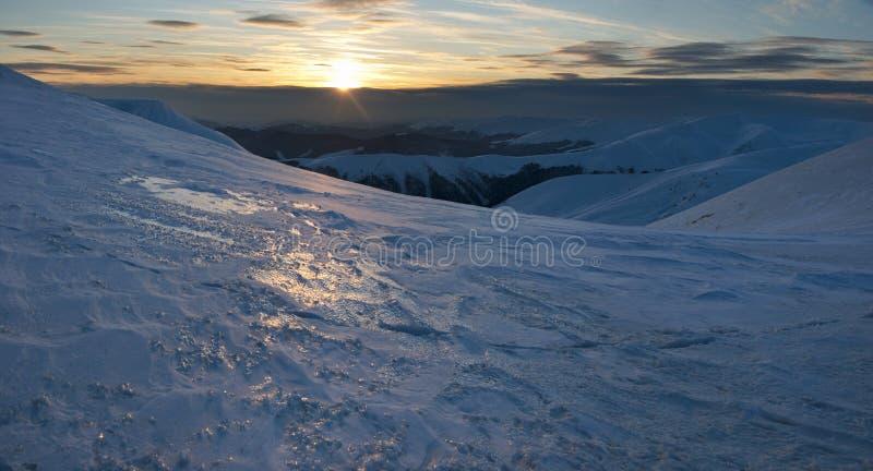 Download Puesta del sol en montaña foto de archivo. Imagen de outdoor - 7284170