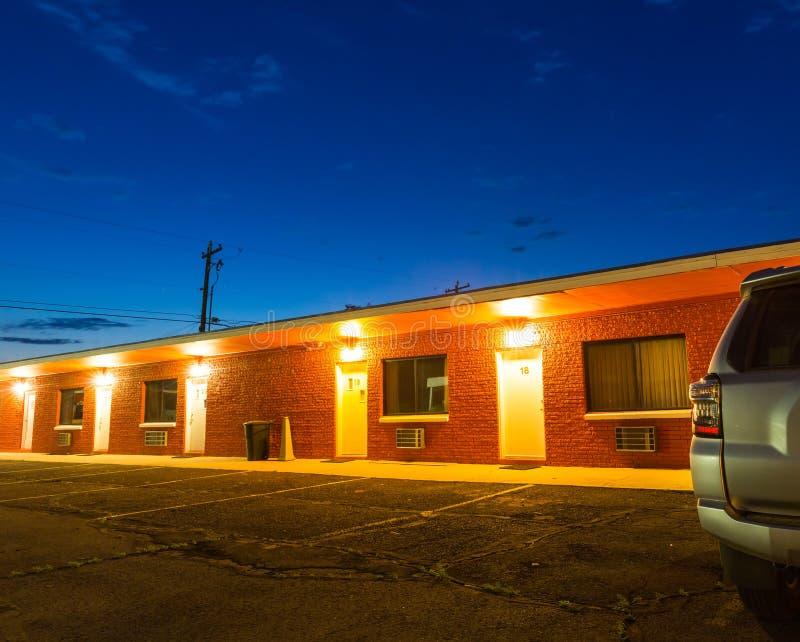 Puesta del sol en motel turístico Viaje en coche de los E.E.U.U. imagen de archivo