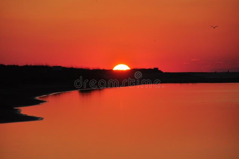 Puesta del sol en naranja imagenes de archivo