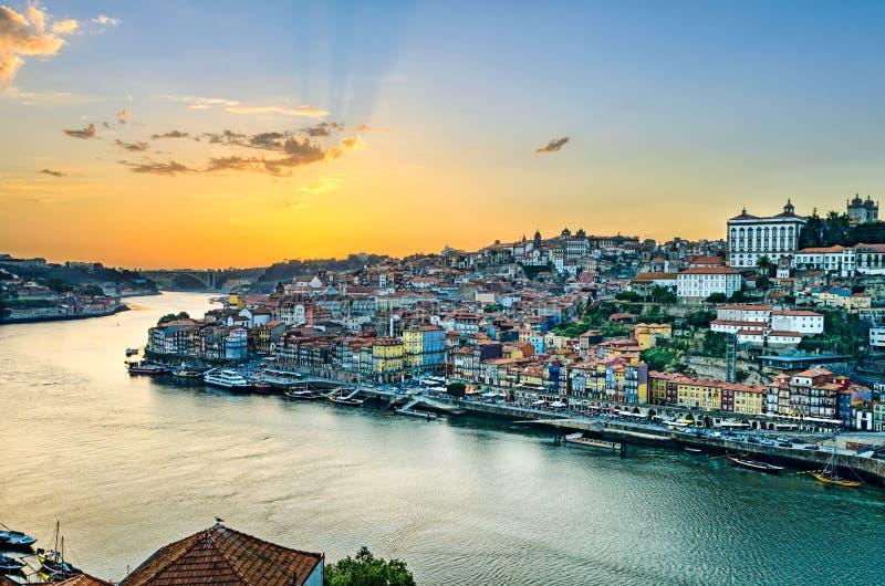 Puesta del sol en Oporto, Portugal imagen de archivo libre de regalías