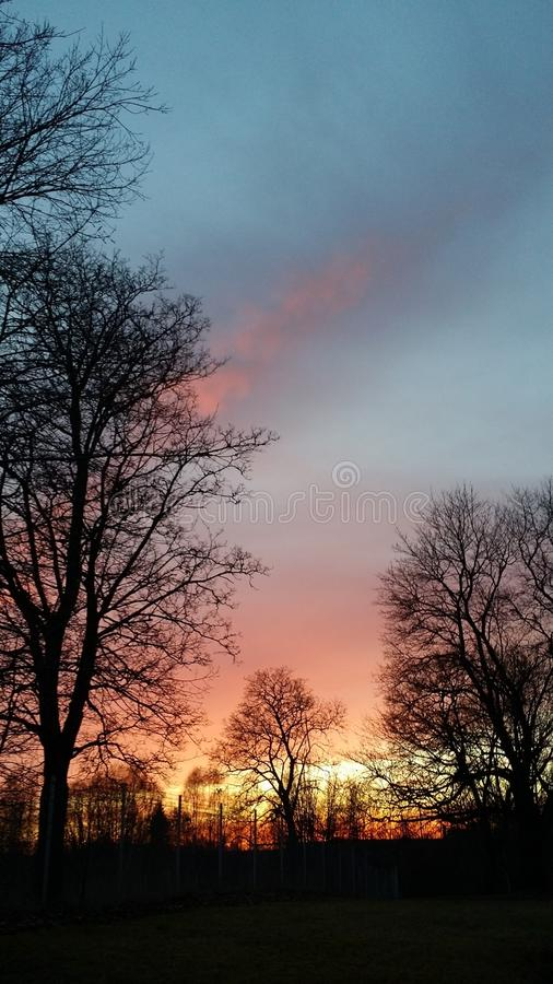 Puesta del sol en otoño imagenes de archivo