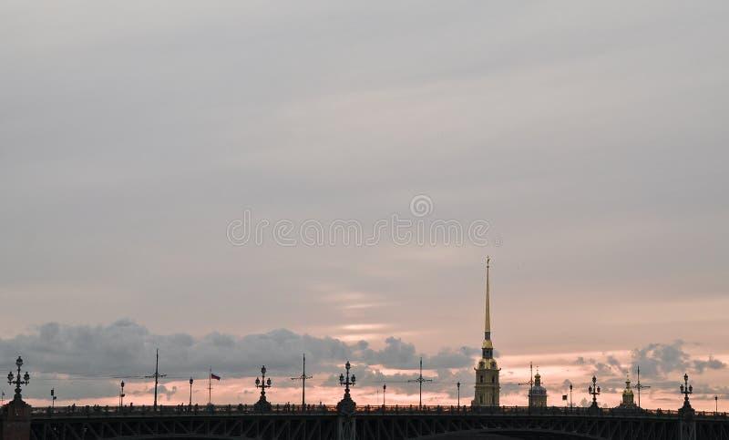 Puesta del sol en Peter y Paul Fortress foto de archivo