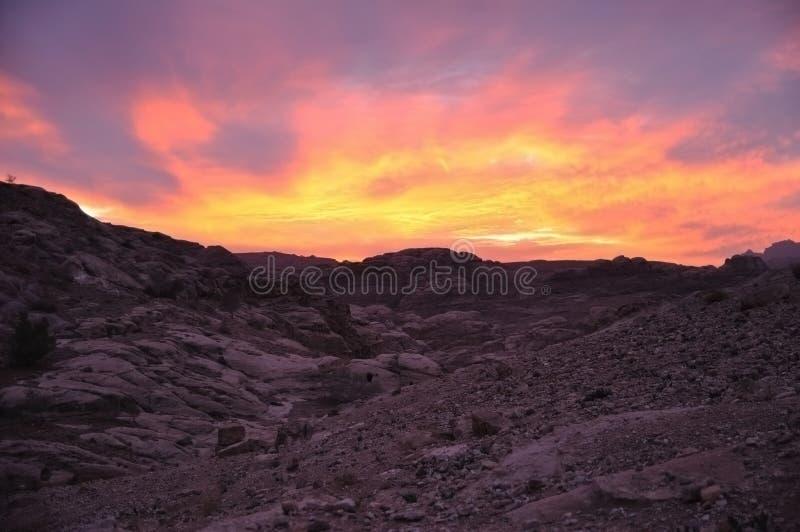 Puesta del sol en Petra, lecho de un río seco Musa fotografía de archivo