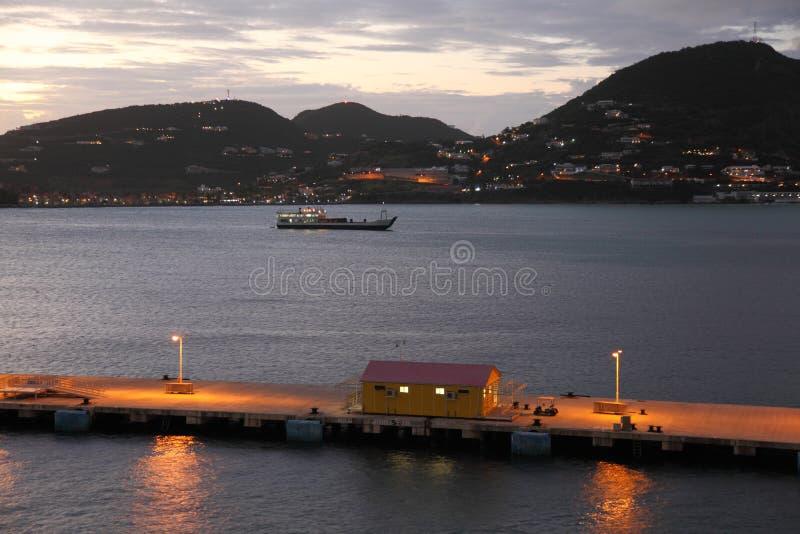 Puesta del sol en Philipsburg, Sint Maarten, del Caribe imagen de archivo libre de regalías