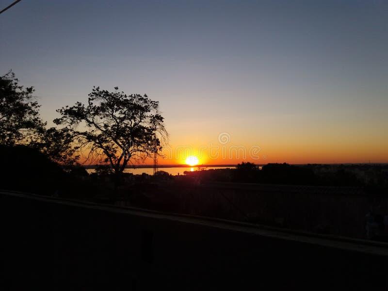 Puesta del sol en Porto Alegre, el Brasil fotografía de archivo