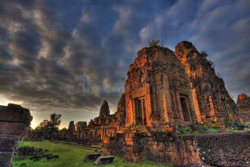 Puesta del sol en pre Rup Angkor Camboya foto de archivo libre de regalías