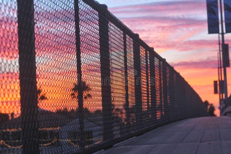 Puesta del sol en puesta del sol imagen de archivo