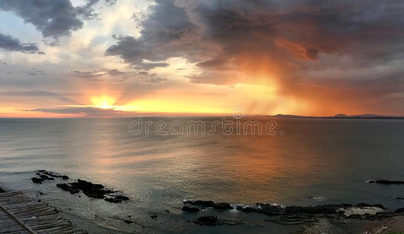 Puesta del sol en Punta Ballena, Uruguay foto de archivo