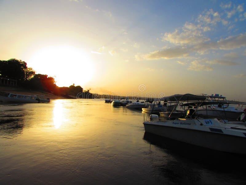 Puesta del sol en Rio Caroni fotografía de archivo